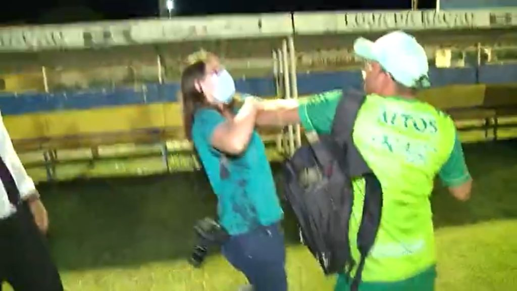 Emanuele Madeira é atacada enquanto filmava confusão no jogo entre Altos e Fluminense-PI
